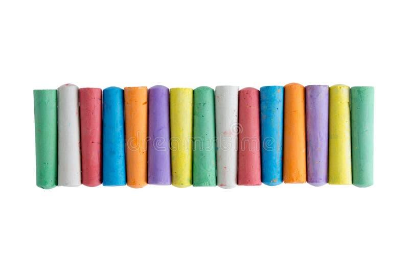 Fila larga de tizas en los colores del arco iris foto de archivo libre de regalías