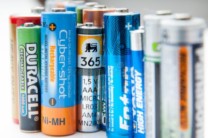 Fila usada de las baterías foto de archivo libre de regalías