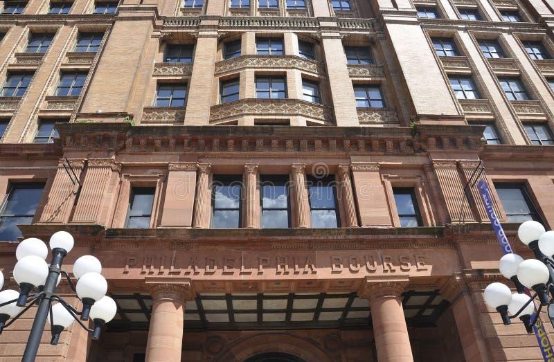 Filadelfia, il 4 agosto: Facciata del centro commerciale della Borsa del monumento storico da Filadelfia in Pensilvania immagini stock libere da diritti
