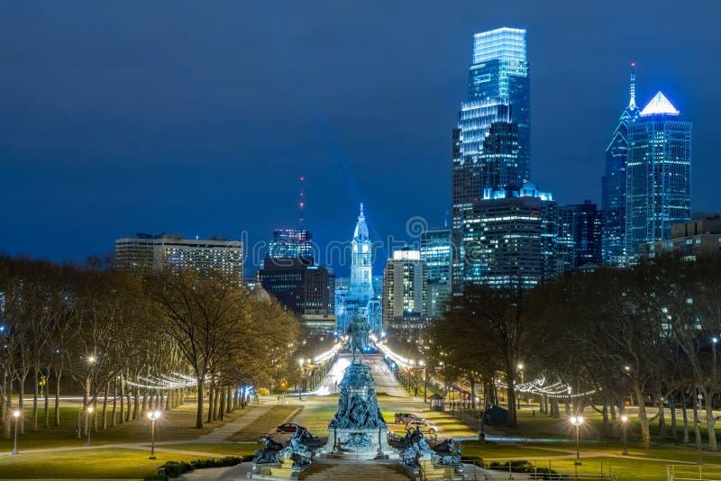 Filadelfia linia horyzontu Wzdłuż Ben Franklin Parkway zdjęcie stock