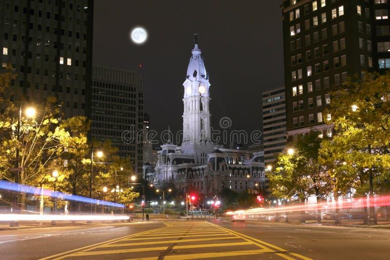 Filadelfia urzędu miasta budynek przy nocą zdjęcia stock