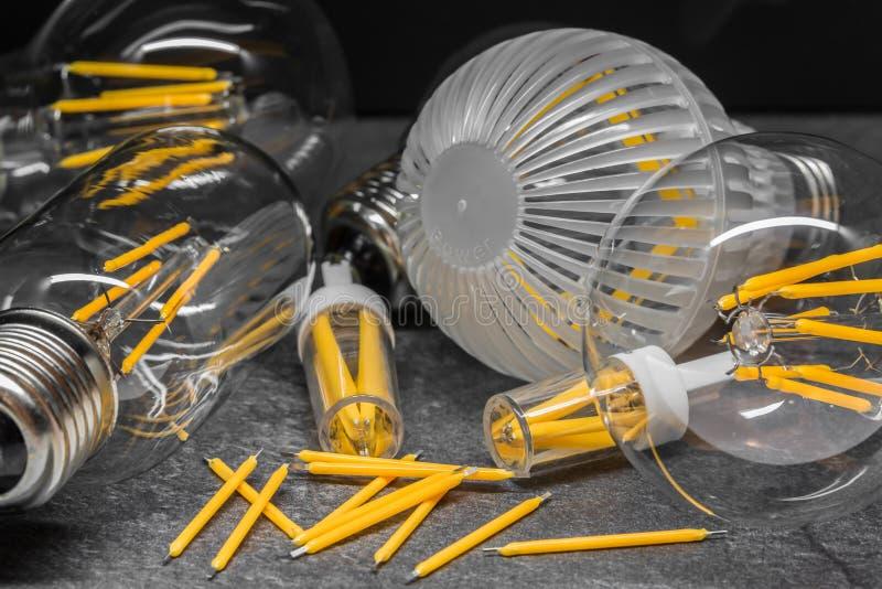 Filaments disponibles de LED et ampoules légères de filament de LED image stock