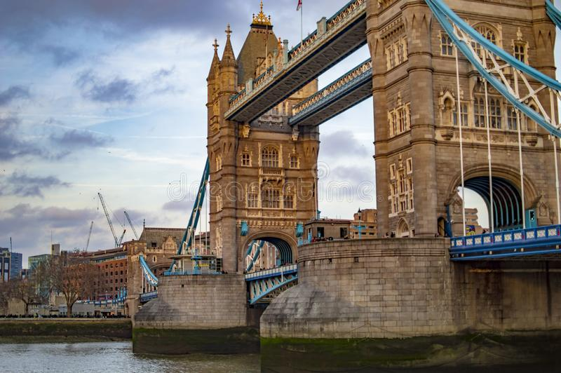 Filary London wierza most w uk obrazy stock