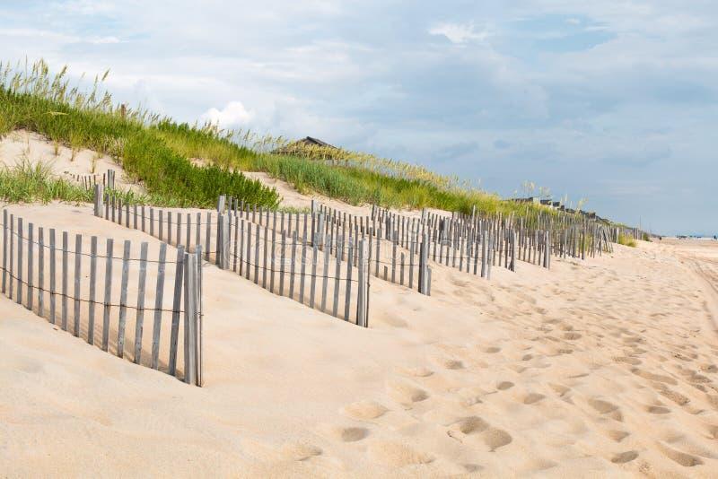Filas de las cercas de la arena el al frente de las quejas, Carolina del Norte foto de archivo libre de regalías