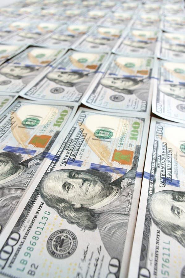 Filas de los nuevos billetes de dólar del diseño fotos de archivo