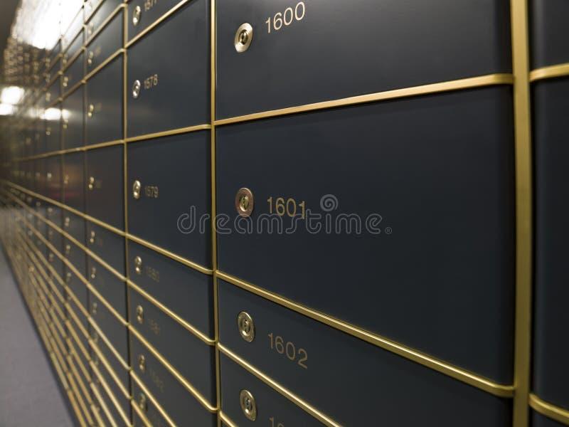 Filas de los rectángulos de depósito seguro lujosos fotografía de archivo libre de regalías