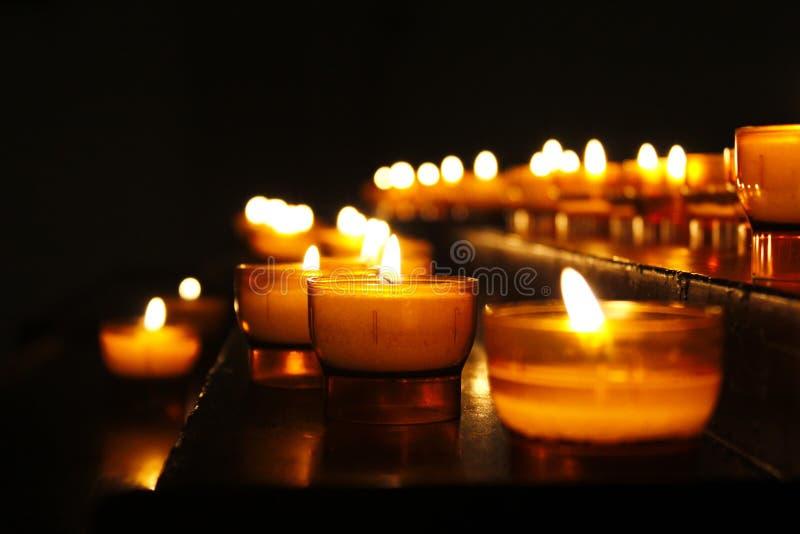 Filas de velas foto de archivo