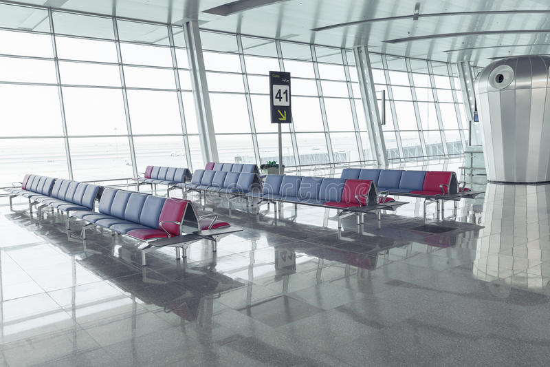Filas modernas de Seat del salón del aeropuerto imágenes de archivo libres de regalías