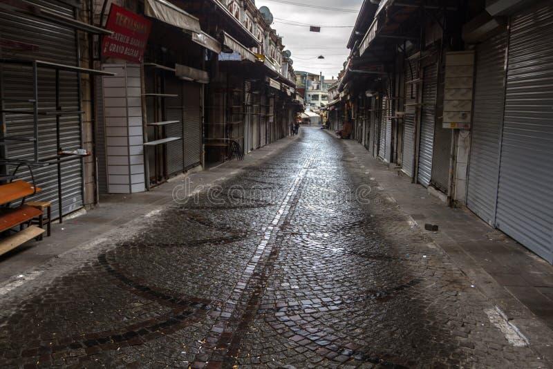 Filas vacías de tiendas cerradas cerca del bazar magnífico i imagen de archivo libre de regalías