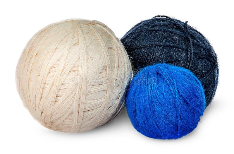 Filato di lana di parecchie bobine nei colori differenti immagine stock