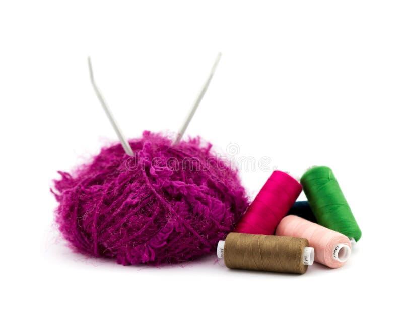 Filato di lana e tricottare fotografie stock libere da diritti