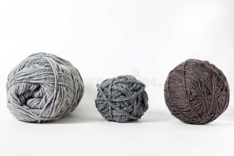Filato di lana isolato su fondo bianco fotografie stock libere da diritti