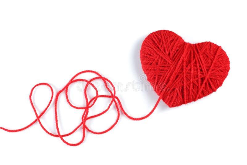 Filato di lana nel simbolo di forma del cuore immagini stock libere da diritti
