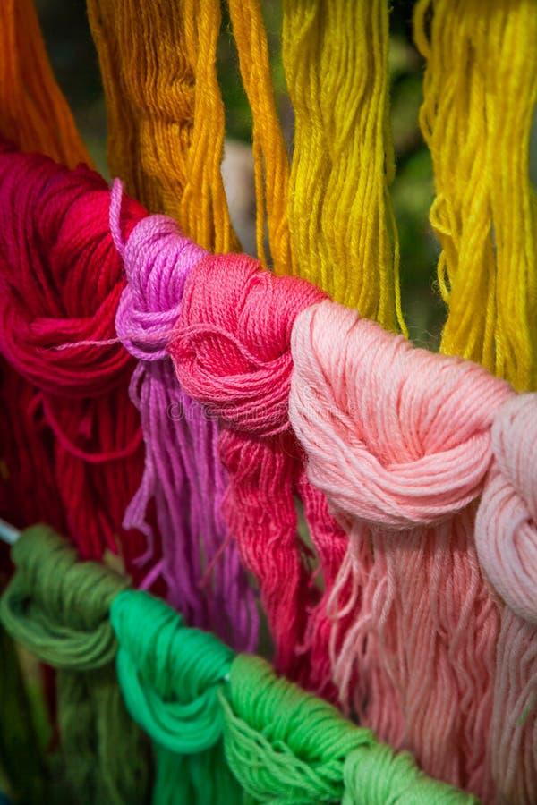 Filato e lana Multicoloured fotografie stock