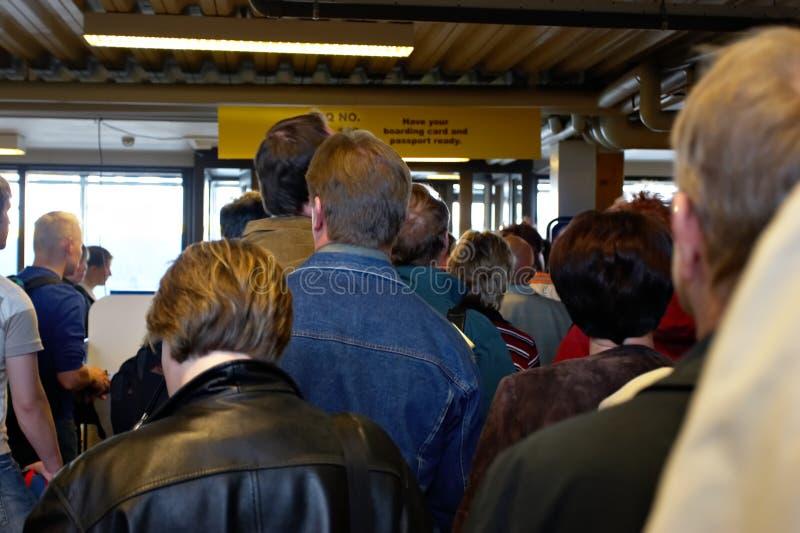 File D'attente Au Contrôle De Passeport Images Stock