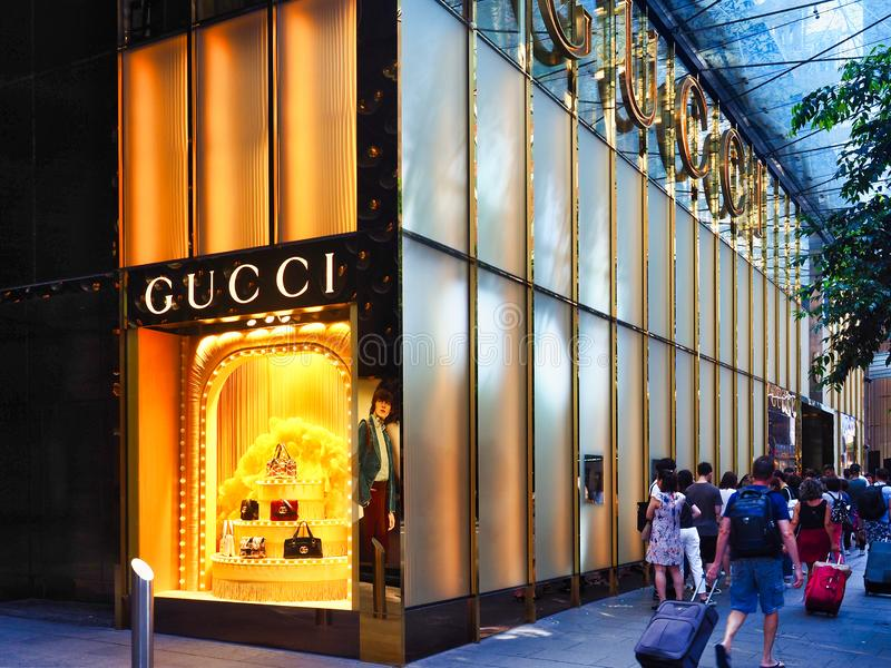 File d'attente en dehors de Sydney City Gucci Shop, Australie photos stock