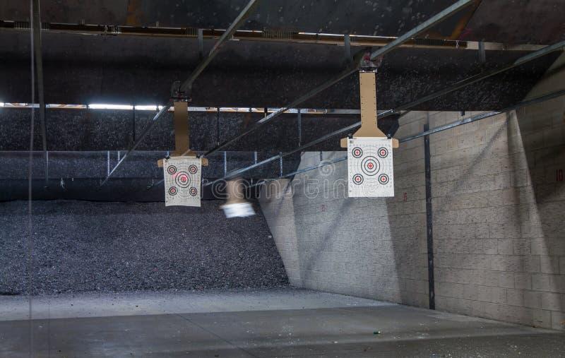 File dell'obiettivo ad una gamma di fucilazione fotografia stock