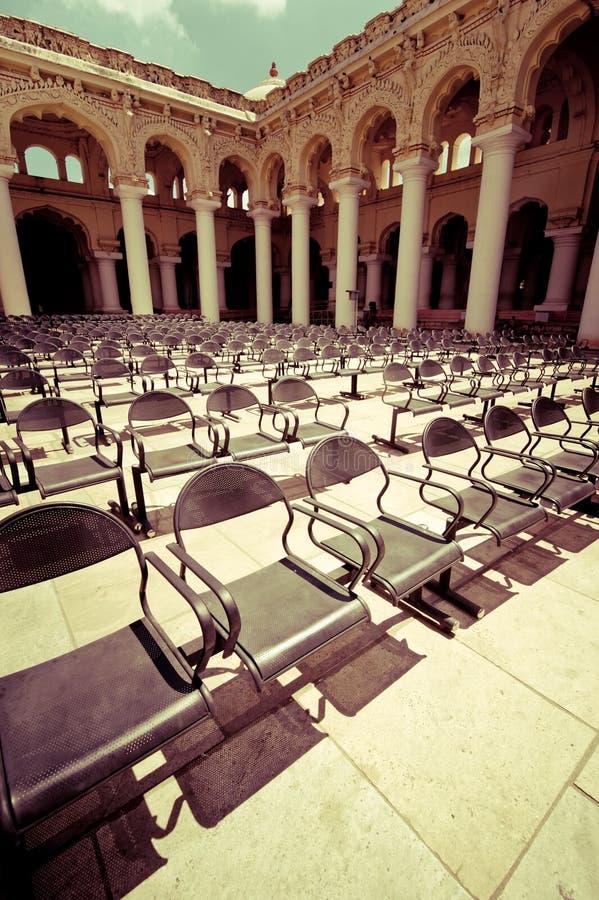 File delle sedie al concerto di aria aperta hal fotografia stock