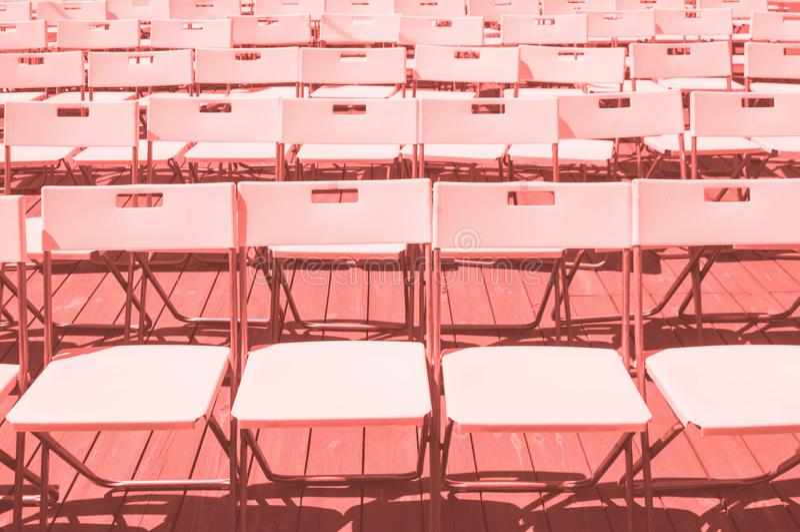 File delle sedie di plastica fotografie stock libere da diritti