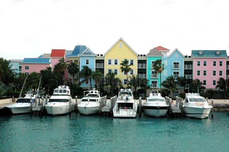 Fileira colorida das casas e dos barcos imagem de stock royalty free