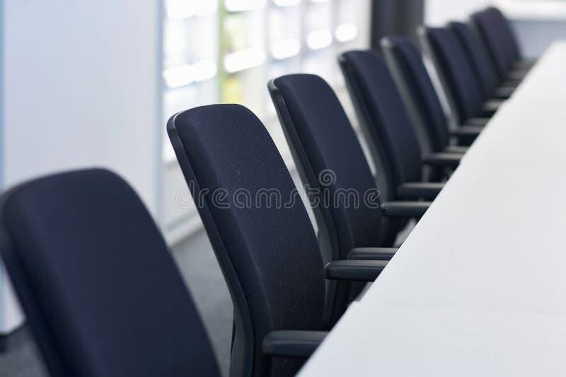 Fileira da cadeira fotografia de stock royalty free