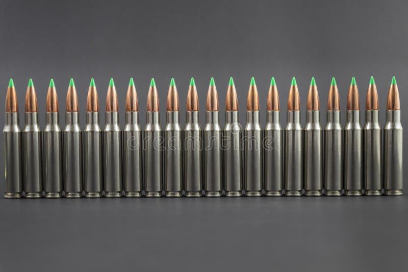Fileira da fileira da munição do rifle imagens de stock royalty free
