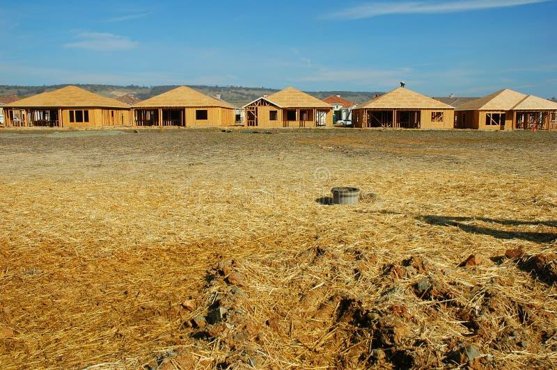 Download Fileira das casas imagem de stock. Imagem de casa, carpinteiro - 538551