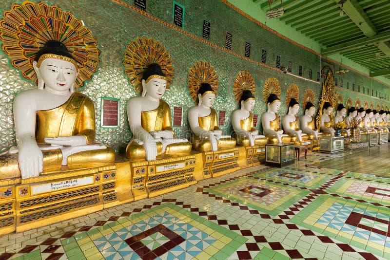 Fileira das estátuas da Buda imagem de stock royalty free