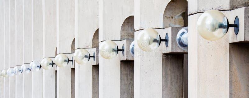 Fileira das luzes em uma construção em Boston imagens de stock royalty free