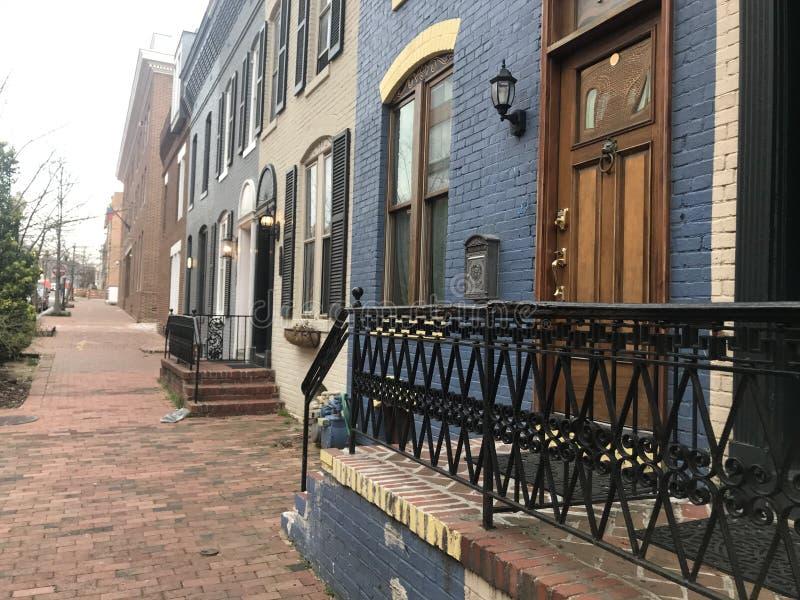 Fileira de Brownstones coloridos em Georgetown fotografia de stock royalty free