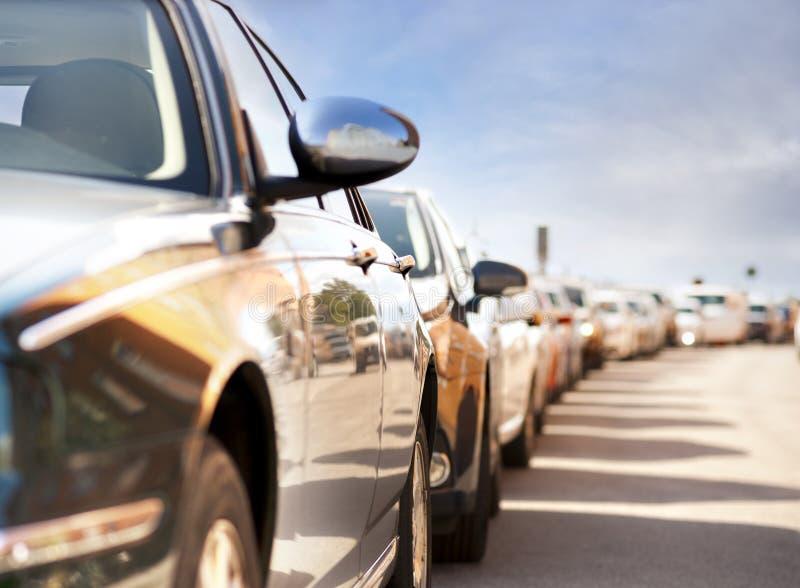 Fileira de carros estacionados foto de stock royalty free