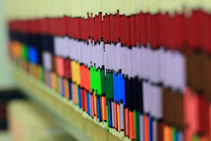 Fileira de cartas médicas fotografia de stock