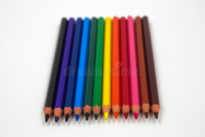 Fileira de lápis coloridos imagem de stock royalty free