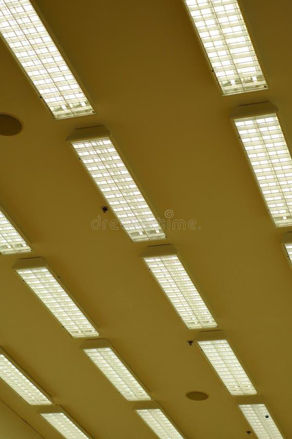 Fileira de lâmpadas fluorescentes imagem de stock royalty free