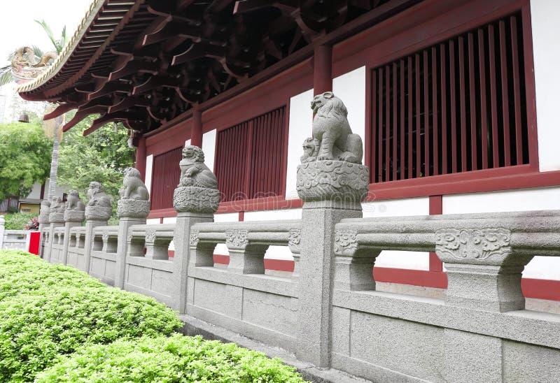 Fileira de leões de pedra chineses fotos de stock royalty free