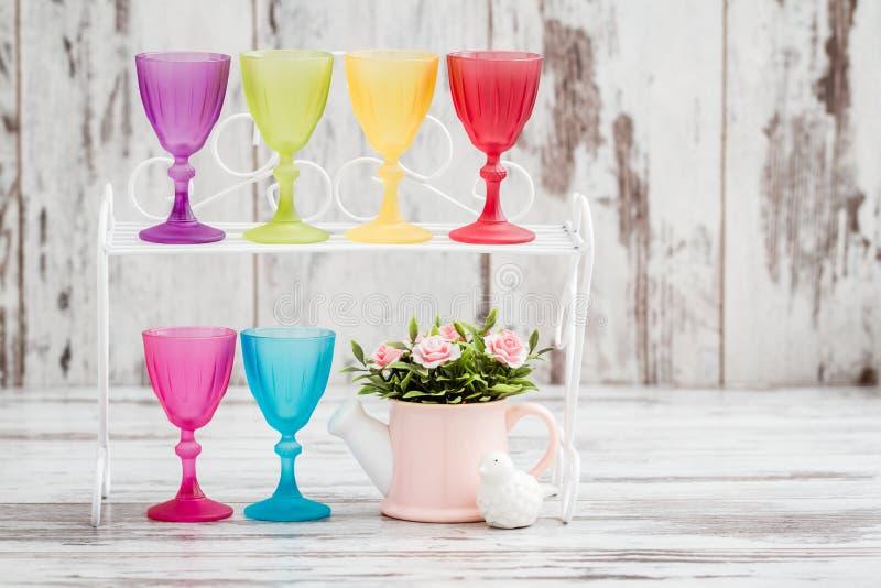 Fileira de multi vidros coloridos fotografia de stock royalty free