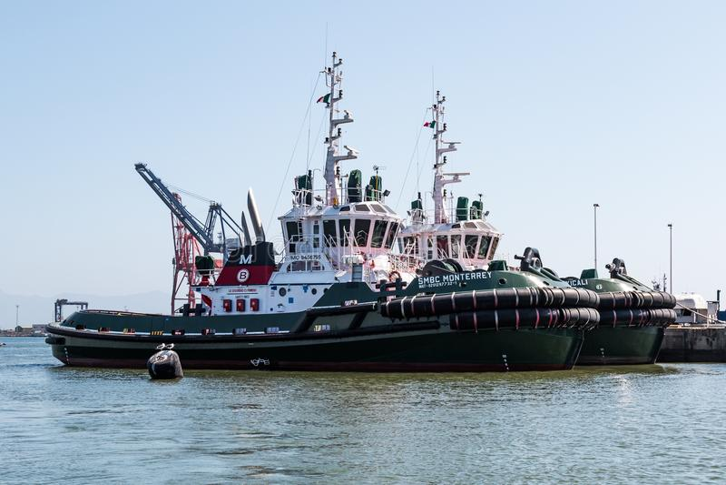 Fileira de Tug Boats no porto de Ensenada foto de stock