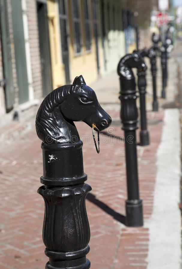 Fileira do modelo da cabeça de cavalos no bairro francês Nova Orleães fotografia de stock
