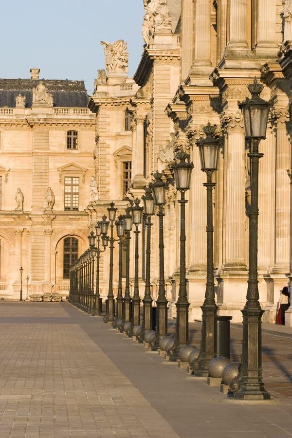 Fileira do museu da grelha das lâmpadas - France - Paris fotografia de stock