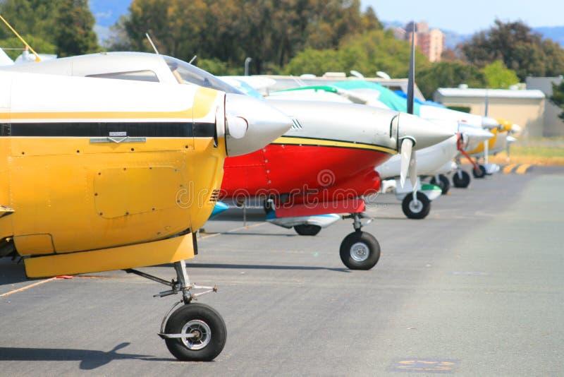 Fileira dos aviões imagens de stock