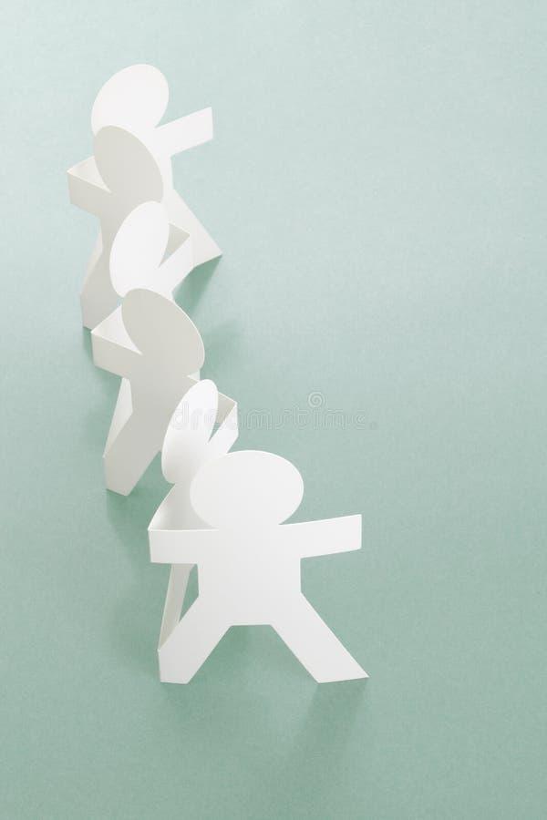 Fileira dos povos Chain de papel imagem de stock
