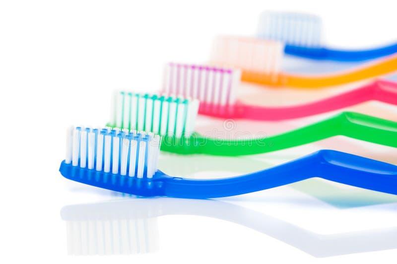 Fileira dos Toothbrushes imagens de stock royalty free