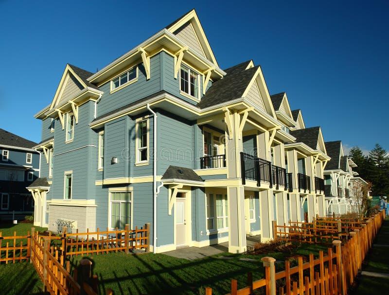 Fileira nova de casas das HOME foto de stock royalty free