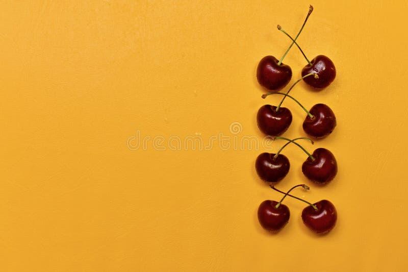 Fileira vermelha da cereja doce à direita foto de stock royalty free