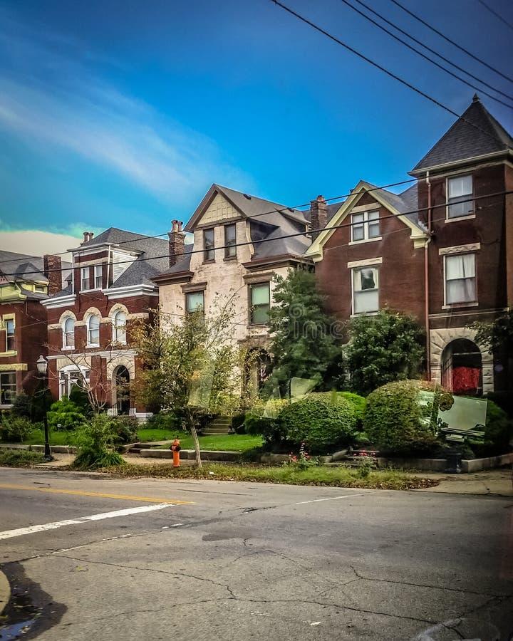 Fileiras das casas em Louisville Kentucky imagens de stock royalty free