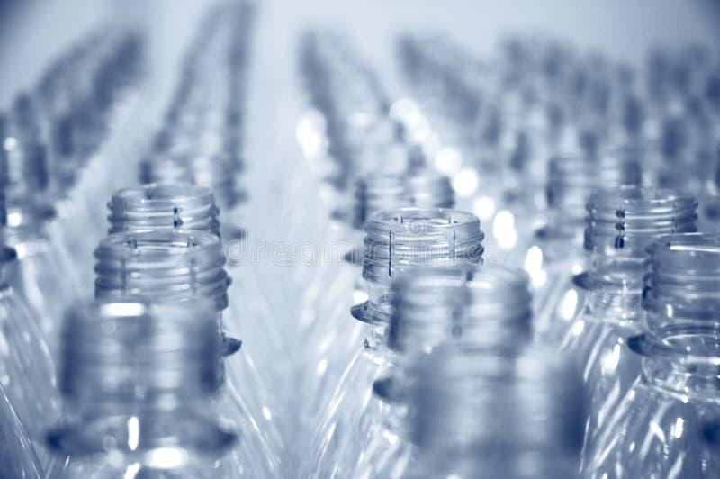 Fileiras de frascos vazios fotografia de stock royalty free