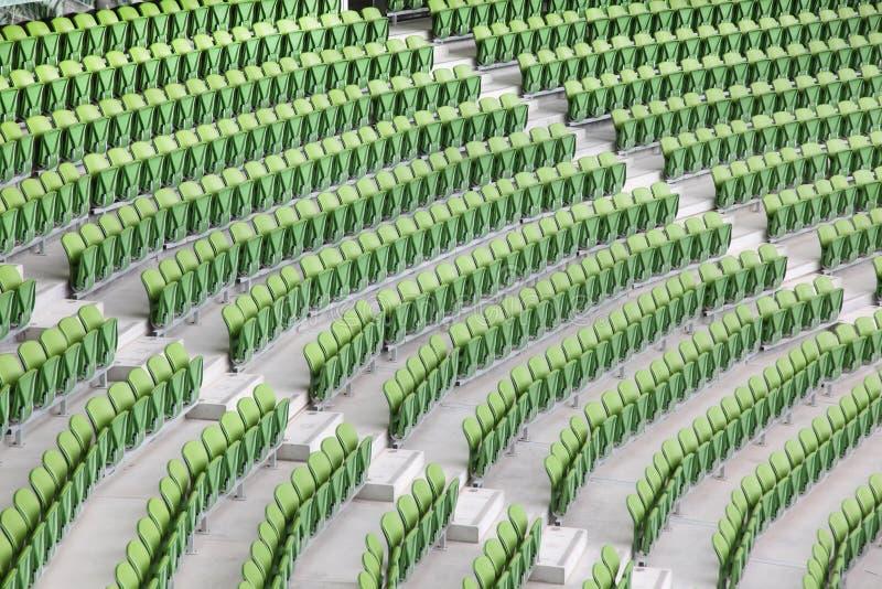 Fileiras do dobrado no estádio vazio fotos de stock