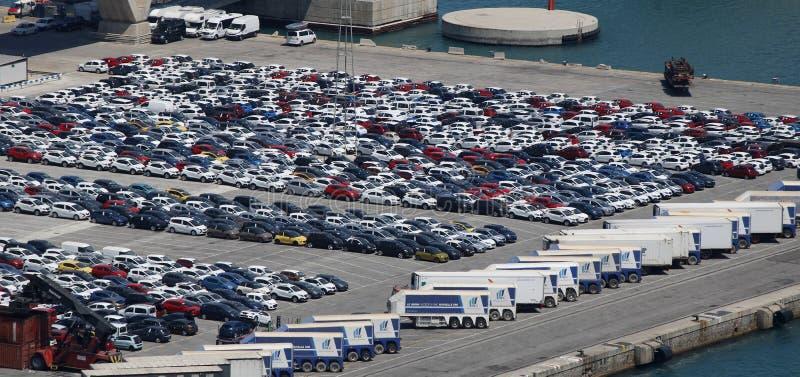 Fileiras dos carros em um porto foto de stock royalty free