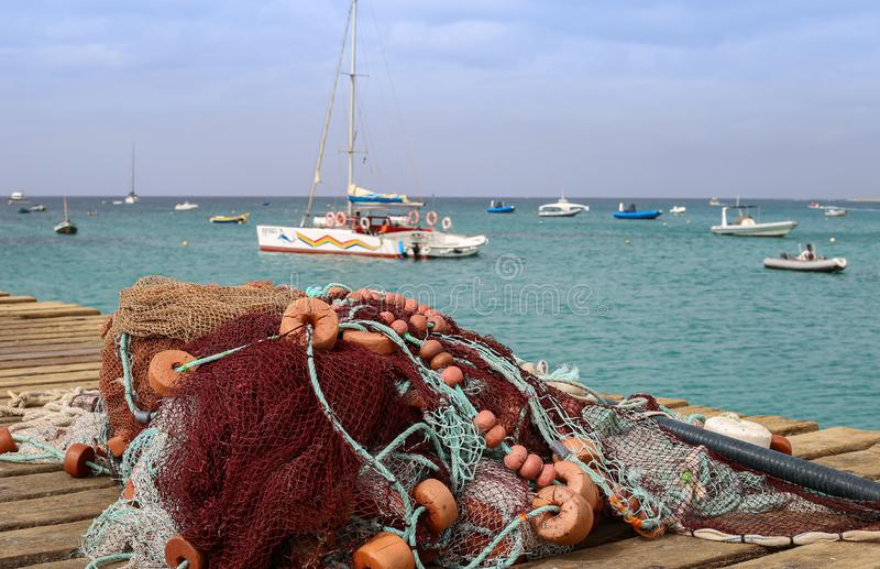 Filet de pêche avec des flotteurs en île de sel de capo Verde photographie stock