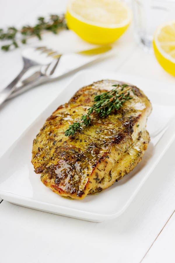 Filet de poulet avec le thym photo stock
